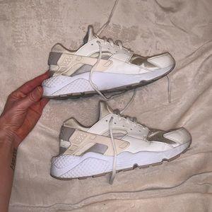 Nike Huaraches women's size 10